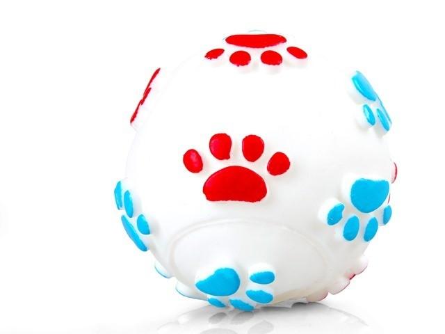 Zabawki - Chico Piłka w łapki z winylu biała 6cm